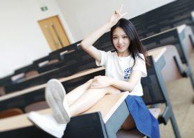 教室里的清纯妹子